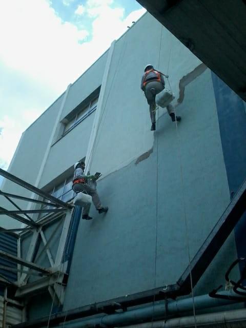 Serviço de pintura de fachadas